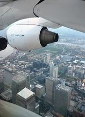 CityJet British Aerospace BAe Avro RJ85 EI-RJU Over Canary Wharf (Mark 1991) Tags: bae canarywharf avro britishaerospace isleofdogs rj85 cityjet eirju