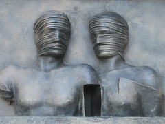 - Centauro - Igor Mitoraj (MKP-0508) Tags: sculpture london art statue bronze kunst skulptur publicart canarywharf mitoraj centauro igormitoraj kunstimffentlchenraum