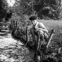 La guerre des boutons (SEBART16) Tags: vintage sebrt sebart16 thoninbarthel lecoinlecture torsac cole 1950 scool sbastienbarthel noir et blanc bw carr square river riviere beret culotte courte
