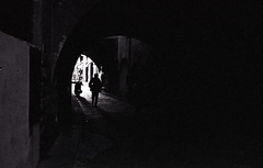 Firenze - via dei Girolami (Giorgio R) Tags: analog vault film analogphoto bw blackwhite shadows shootingfilm d76 35mm florence firenze kodaktrix400 leicam6 negative kodak photographicgrain rangefinder summicron historicalheritage tunnel