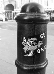A.CE ONE (cocabeenslinky) Tags: streetart graffiti east eastend london city capital england united kingdom uk street art artist artiste graff urban photos photography panasonic lumix dmcg6 cocabeenslinky december 2016 ace one sticker post bollard blackandwhite black white blackwhite monochrome