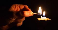 """Das Anzünden. Das Anzünden einer Kerze. Er zündet mit einem Streichholz eine Kerze an. • <a style=""""font-size:0.8em;"""" href=""""http://www.flickr.com/photos/42554185@N00/30943407875/"""" target=""""_blank"""">View on Flickr</a>"""