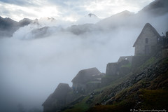 Misty daybreak in Machu Picchu (JanJungerius) Tags: peru machupicchu berge bergen mountains mist nebel nikond750 tamronsp2470mm clouds wolken landschaft landschap landscape nubes fog