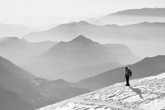 Effetto alta pressione (Pierpaolo.) Tags: pizzoarera oltreilcolle zamblaalta bergamo lombardia italia italy europa europe cielo sky biancoenero blackwhite escursione montagna gennaio january 2015 sole sun alpinismo neve snow luce light natura nature natural panorama vista view prealpiorobie alto high wonderful bellissimo beautiful great quota woman donna people persone vette top sonya5000 sony55210mm