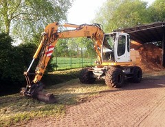 Liebherr 312 Litronic (Vehicle Tim) Tags: liebherr baumaschine bau bagger radbagger fahrzeug construction machinery