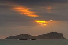 El camino de la luz (Xicu..) Tags: nikond90 nikkor70300mm amanecer aguasblancas eivissa filtroslee nd