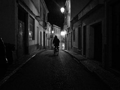 bicycle on the rain (Vitor Pina) Tags: street streetphotography moments momentos monochrome man men photography pretoebranco people contrast candid cidade city urban urbano rua night