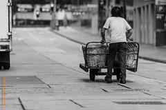 Hongkong (Edi Bähler) Tags: edi ferien hongkong menschen strassenszene outhongkongbw people persons streetlife nikond810 24120mmf4
