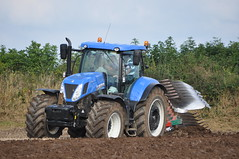 New Holland T7.270 Tractor with a Kverneland PG100 7 Furrow Plough (Shane Casey CK25) Tags: county new blue ireland horse irish tractor holland field set work hp corn power with earth farm cork farming grain working 7 nh soil dirt till crop land crops farmer agriculture setting pulling contractor plough sow tilling 270 ploughing furrow t7 sowing cnh agri tillage kverneland castletownroche pg100 shanballymore t7270
