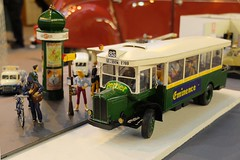 Arrt de bus parisien (Diorama 1/24) avec Colonne Morris (xavnco2) Tags: france bus advertising model martini exhibition renault 124 stop salon heller morris werbung autobus publicit diorama picardie plastique colonne perrier maquette somme parisien modlisme rivery minence tn6c