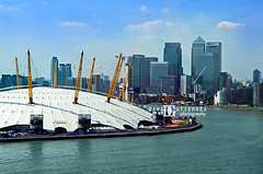 London City Aerial View (david gutierrez [ www.davidgutierrez.co.uk ]) Tags: city uk blue light sky urban london art skyline architecture clouds photography 50mm cityscape skyscrapers perspective aerialview londres cablecar londra milleniumdome cityoflondon millenniumdome londyn davidgutierrez londono2 pentaxk5 londonemiratesairline