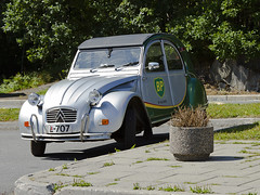 Commercial (Vidar Ringstad, Norway) Tags: old trees summer green classic norway canon silver eos norge classiccar warm norwegen gasstation cobblestone commercial 7d bp oldcar veteran citroen2cv arendal boeing707 b707 flowercar trehjuling ugress britishpetroleum fortau milj blom