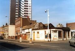 LONDON 1979 (streamer020nl) Tags: uk england london advertising advertisement where lamppost advert gb 1979 londen bisto llh louiselh