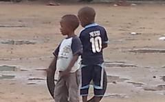 KInder mit Reifen, Newbell, Douala
