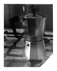 cafetire italienne - italian coffee maker (JJ_REY) Tags: coffeemachine cuisine kitchen polaroid665 instantfilm expired bw roidweek autumn2016 toyofield 45a rodenstock sironarn 150mmf56 colmar alsace france cafetire prim