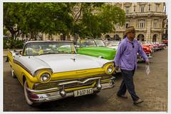 Entr en escena (1mrz) Tags: vehculo car auto habana cuba street yellow green man hombre amarillo verde ciudad old coches