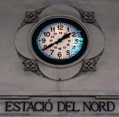 Clock (Estacio Del Nord) Valencia (Olympus OMD EM5II & mZuiko 12-40mm f2.8 Pro Zoom) (1 of 1) (markdbaynham) Tags: valencia valencian spainish espana espanol es city urban metropolis oly olympus omd em5ii csc mirrorless evil mft m43 m43rd micro43 micro43rd zd mz mzuiko zuikolic 1240mm f28 pro zoom