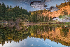 Flying Stones - Fliegende Steine (Thomas Franke Photography) Tags: bergsee ebertswiesen thringen lake reflection hill mountain trees rocks rock tree see steine himmel sky goldenhour