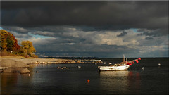 Autumn mood on the Baltic Sea (Ostseetroll) Tags: deu deutschland geo:lat=5406158063 geo:lon=1076428458 geotagged ostseestrand schleswigholstein sierksdorf ostsee balticsea fischerboote fishingboats wolken clouds bäume trees