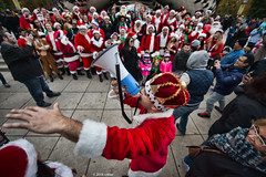 DSC_0986 (critter) Tags: santacon2016 santacon santa bean cloudgate millenniumpark christmas pubcrawl caroling chicago chicagosantacon artinstituteofchicago