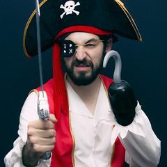 Arrrgghh Matey! (Max Valenzuela) Tags: halloween portrait costume retrato costumes cosplay funny nochedebrujas pirate argh selfportrait autoretrato