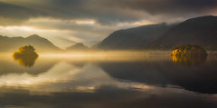 Revelations (Vemsteroo) Tags: green lakedistrict cumbria northwest derwentwater derwent keswick borrowdale valley mist fog ethereal beautiful lake reflection light dramatic islands autumn fall colourful nature canon 5d mkiii 70200mm leefilters mountains fells catbells castlecrag wainwrights outdoors visitbritain visitengland