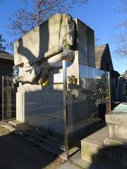 Oscar Wilde (1854-1900) Pre Lachaise Cimetery, Paris. See description. (Patnrita) Tags: graveyard cimetery cimetire france paris tombe tomb prelachaise oscarwilde