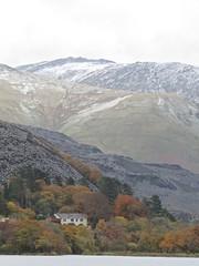 6069 Autumn colour and snow over Llyn Padarn Country Park. (Andy - Busyyyyyyyyy) Tags: 20161118 autumncolour lake lll llynpadarn mmm mountain snow sss water www