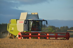 Claas Lexion 670 Combine Harvester cutting Winter Barley (Shane Casey CK25) Tags: claas lexion 670 combine harvester cutting winter barley green killavullen grain harvest grain2016 grain16 harvest2016 harvest16 corn2016 corn crop tillage crops cereal cereals golden straw dust chaff county cork ireland irish farm farmer farming agri agriculture contractor field ground soil earth work working horse power horsepower hp pull pulling cut knife blade blades machine machinery collect collecting mähdrescher cosechadora moissonneusebatteuse kombajny zbożowe kombajn maaidorser mietitrebbia nikon d7100