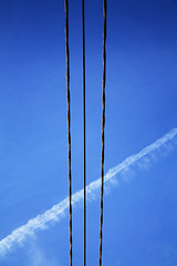 Minimalist Cables Shot (louisverplancken) Tags: sky lines canon airplane shot cables simplicity simple minimalist verticality eos1100d