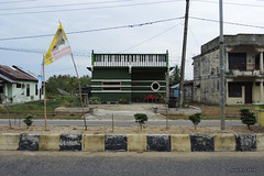 Piano building - Singkil (-AX-) Tags: sumatra indonesia piano aceh singkil btimentimmeuble