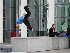 Coup de colère (dalbera) Tags: paris france action floating acrobat ladéfense dalbera wwpw sautpérilleux wwpw2014