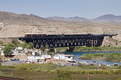 BNSF 1098 at Topock 01-Jun-10 (metrovick) Tags: railroad railway coloradoriver ge bnsf freighttrain c449w topock manifesttrain bnsf1098