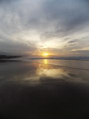 Atardecer / Sunset (Rubn Daz Caviedes) Tags: sunset sea sky espaa sun sol beach mar spain playa cielo puestadesol cantabria sanvicentedelabarquera bayofbiscay marcantbrico playademern mernbeach