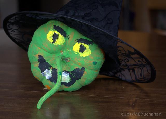 green halloween paint witch pumkin
