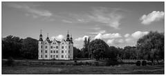1210 - Ahrensburger Schloss. (go4silver) Tags: bw castle sw 365 schloss ahrensburg ahrensburger