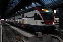 SBB Doppelstockzug RABe 511 001 - 5 KISS von Stadler Rail ( DOSTO 6 - teilig ) mit Taufname Berlin in der ZVV - Farbgebung blau am Bahnhof Zrich HB im Kanton Zrich in der Schweiz (chrchr_75) Tags: oktober train schweiz switzerland suisse swiss eisenbahn rail zug sbb christoph sbahn svizzera bahn treno schweizer ffs 2014 suissa cff chrigu stadler zrcher 1410 doppelstockzug dosto bahnen tranin chrchr hurni chrchr75 chriguhurni albumbahnenderschweiz chriguhurnibluemailch hurni141013 oktober2014 albumbahnenderschweiz2014712 albumsbbrabe511doppelstockzug albumstadlerrail