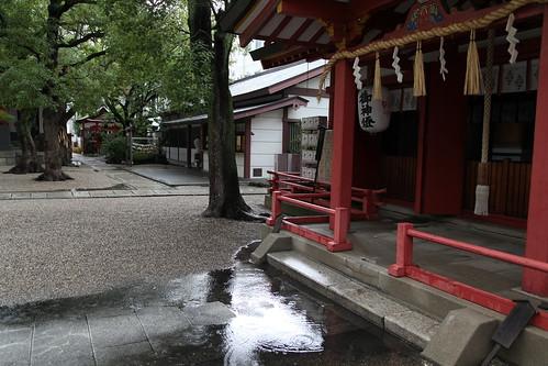 雨あがりの御霊神社
