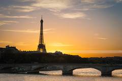 Sunset on Paris (Paul Rodrigues Photographies -OFF-) Tags: sunset pordosol paris seine lights nikon torre lumire capital eiffeltower bridges eiffel toureiffel pont monumentos luzes monuments pontes coucherdesoleil fer bateaumouche pontalexandreiii alexandreiii alexandre3 d700 paulrodriguesphotographies