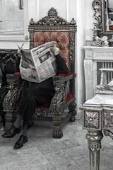 Die Sonntagszeitung im Cafe, Turin (Wolfgang.Grilz) Tags: italien torino turin salonedelgusto lingotto piemont salonedelgusto2014