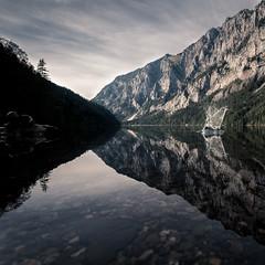 Leopoldsteiner See (McGeiwa) Tags: licht schatten berge wald wasser see spiegelung kiesel spritzer