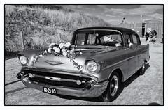 Chevrolet (Kruijssen) Tags: fujifilmx30 auto bloemendaal car trouwen trouwauto wedding zwart wit black white beach strand