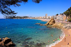 La Platja de Sa Caleta i Lloret de Mar (Bernard Bost) Tags: 2016 canon espagne espanya spain catalogne catalunya catalonia lloretdemar plage beach mer sea mditerrane mediterranean