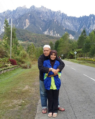 With sayangku at Mesilau. Background is mount Kinabalu. Early in the morning the weather is so clear... . Saksikan video famili trip kami di YOUTUBE : https://www.youtube.com/c/IAmMohdSham76 dan jangan lupa utk LIKE & SUBSCRIBE yer...