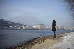 _DSC0237 (Artem_Kotenko) Tags: sony a77 a77v minolta 2485 2485mm kyiv winter autumn sun river bridge park snow cold portrait water walkway