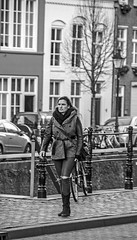 Cautious (Wookiee!) Tags: brunette woman beauty pretty vrouw schoonheid knap city stad candid sneaky people mensen streetphotography straatfotografie denbosch shertogenbosch duketown den bosch orthen centrum noordbrabant nl the netherlands holland dutch bw zwartwit blackandwhite monochrome schwarzweis noiretblanc zw canon d550 dslr sigma 18200mm lens wwwgevoeligeplatennl