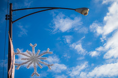 (329/366) If It's Thanksgiving, It Must Be Christmas (CarusoPhoto) Tags: light post pole snowflake decoration street sky hdpentaxdal1850mmf456dcwrre hd pentaxda l 1850mm f456 dc wr re pentax ks2 john caruso carusophoto photo day project 365 366