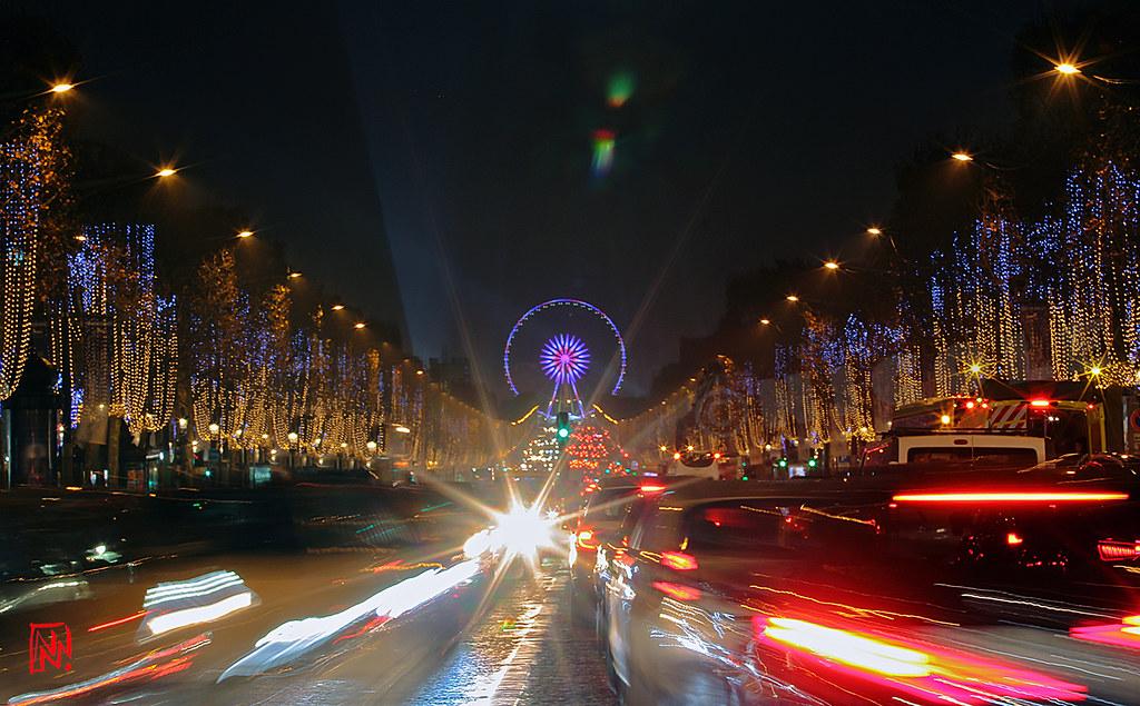 Les Champs-Elysées....au milieu des voitures !