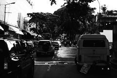 (Aaron Montilla) Tags: bw cars byn canon honda eos rebel iso200 traffic fiat venezuela mcdonalds caracas carros streetphoto suzuki vitara f8 ef mitsubishi fridays mostaza buik trafico 160 2014 lasmercedes tolon nicolascopernico fotografiadecalle parkingday walkswagen panaleman aaronmontilla f40mm t1i
