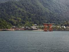 嚴島神社 Itsukushima Shrine (かがみ~) Tags: japan shrine hiroshima panasonic miyajima 日本 神社 torii 鳥居 worldheritage 広島 宮島 世界遺産 世界文化遺產 gx7 14140ii